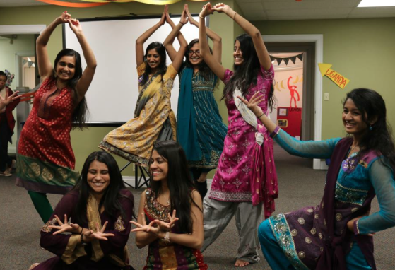 UMKC's INDUS group do traditional Indian dances